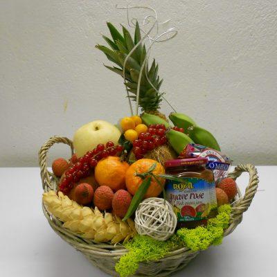 corbeille  de fruits et gourmandises